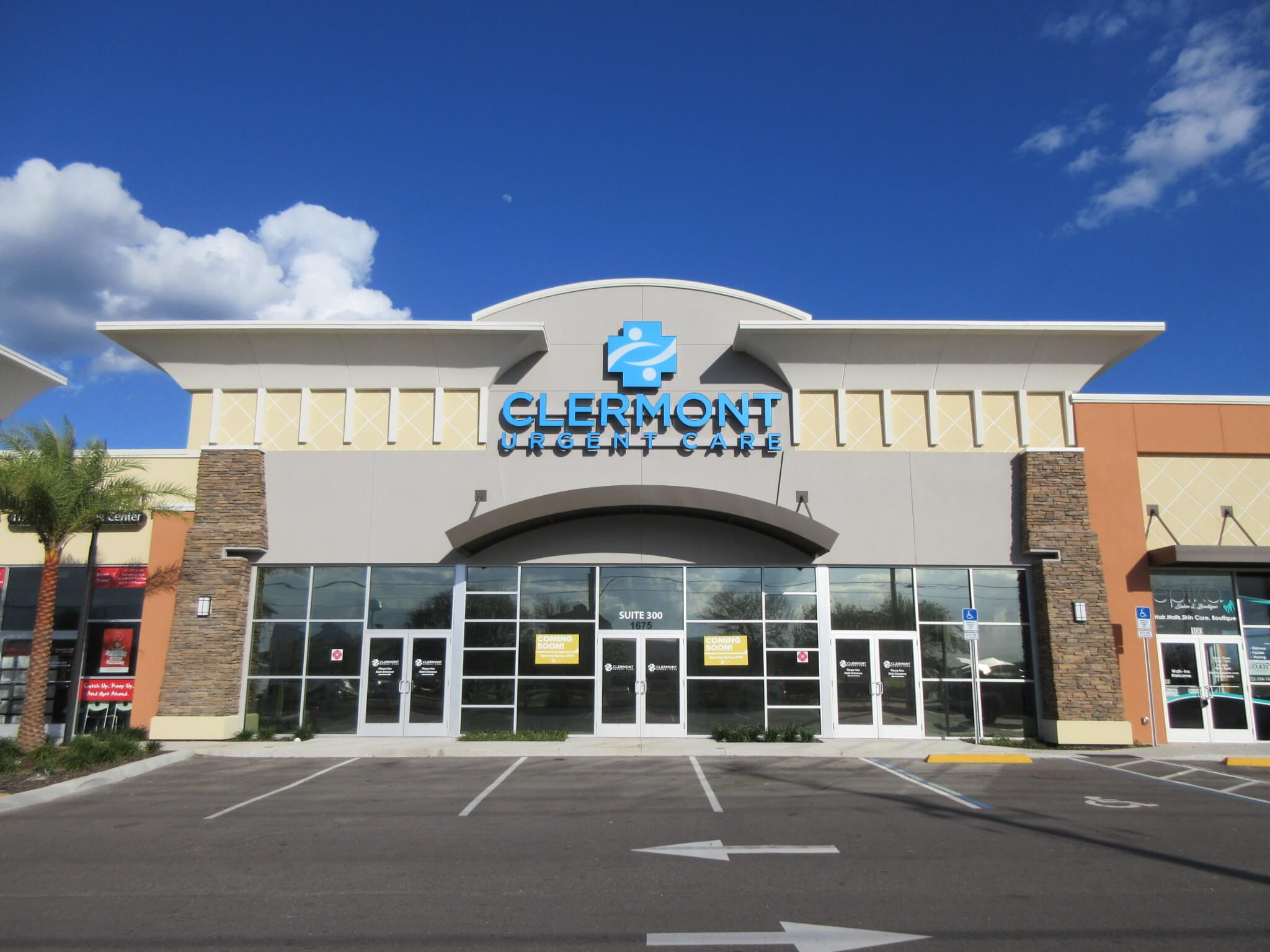 Exterior shot of Clermont Urgent Care on a sunny day